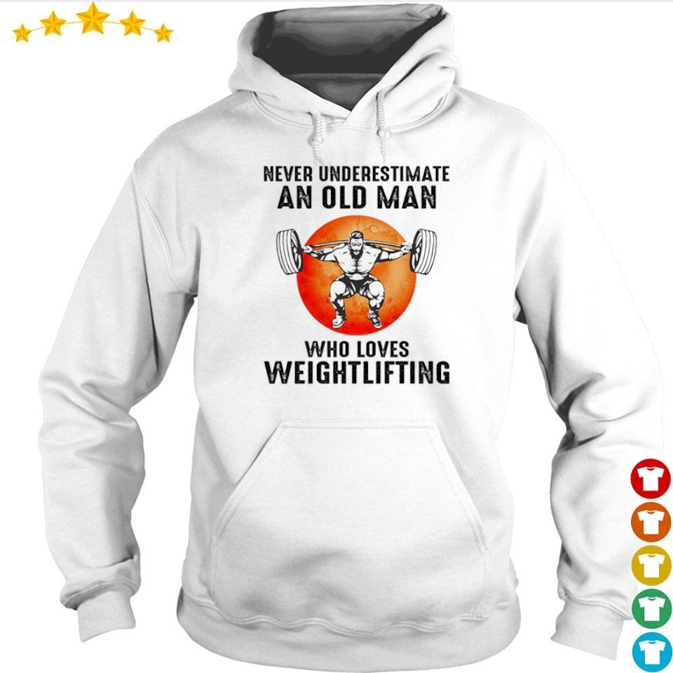 Never underestimate an old man who loves weightlifting s hoodie